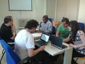 Grupo con ordenadores